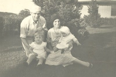 1931 - Gloria with her parents Sydney & Violet and her sister Phyllis